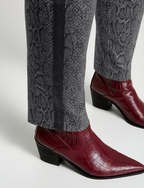 Betty trousers with a snakeskin pattern