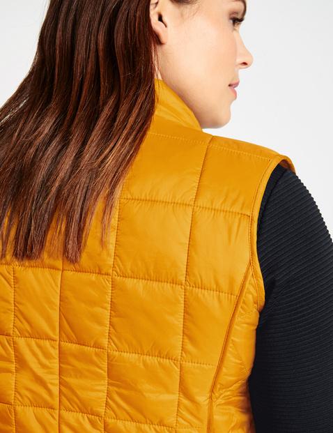 Lightweight quilted body warmer