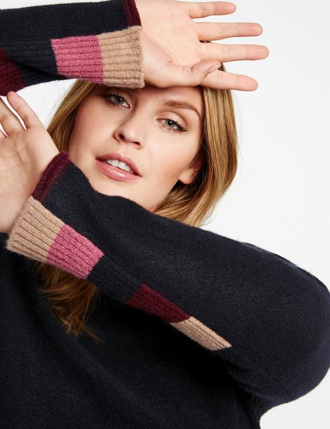 Sweter z paskami