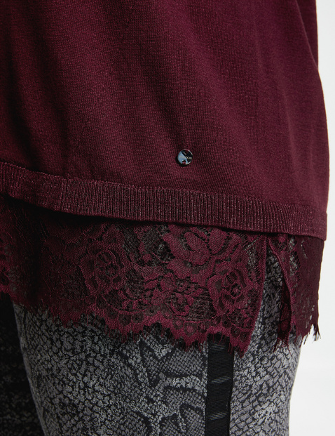 Rozszerzany sweter z koronkową bordiurą