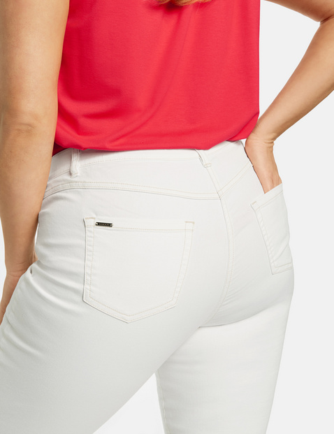 Betty jeans with frayed leg openings