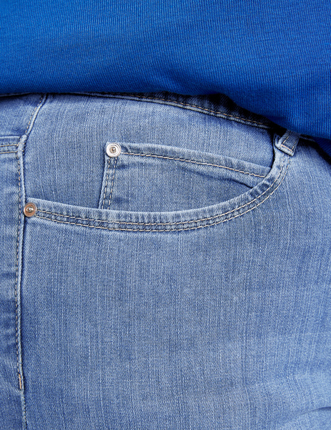Jeans with a comfortable leg width, Jenny