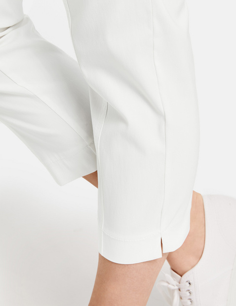 Stretchy, comfortable 3/4-length trousers Lucy