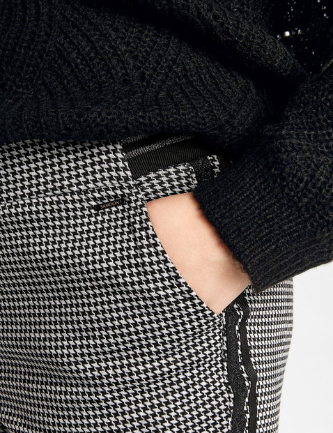 Dżersejowe spodnie w kratkę
