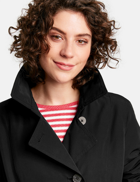 Light jacket with a lapel collar