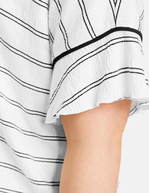 Koszulka w paski z rękawami z falbankami