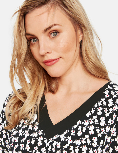 Top with floral print and chiffon details