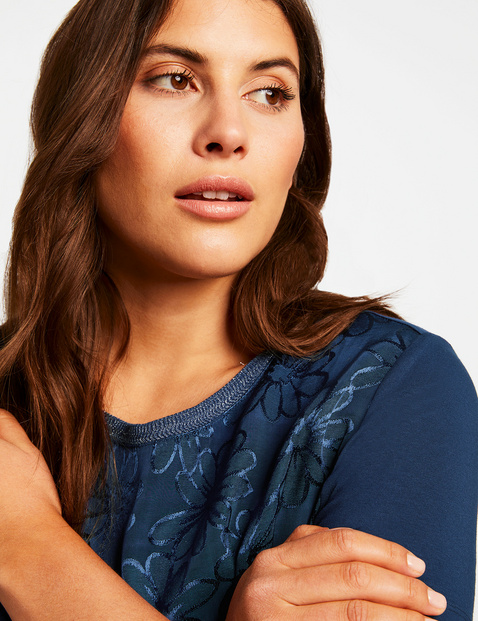 Blouse top with a jacquard front