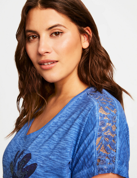 Top with a decorative front print