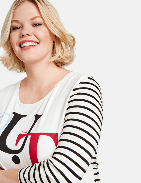 Top with a front print and 3/4-length sleeves