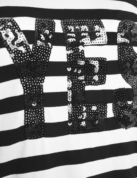 Rozszerzana koszulka z napisem