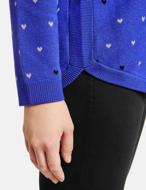 Jumper with hearts