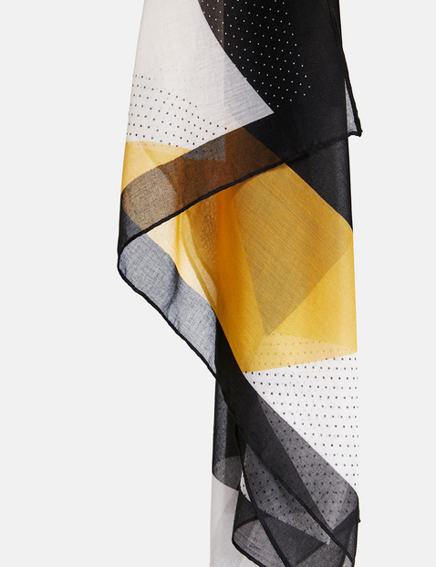 Scarf with a geometric print