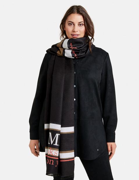 Zacht sjaal in omkeerbare look