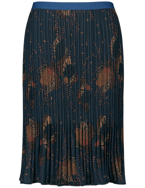 Pleated skirt with a floral pattern