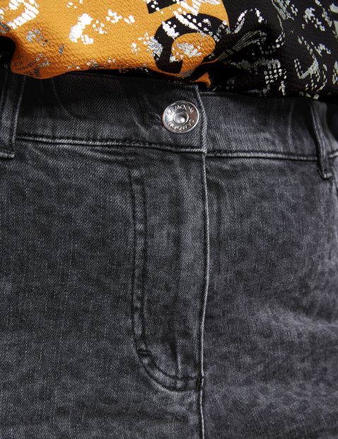 5-pocket jeans with a leopard print