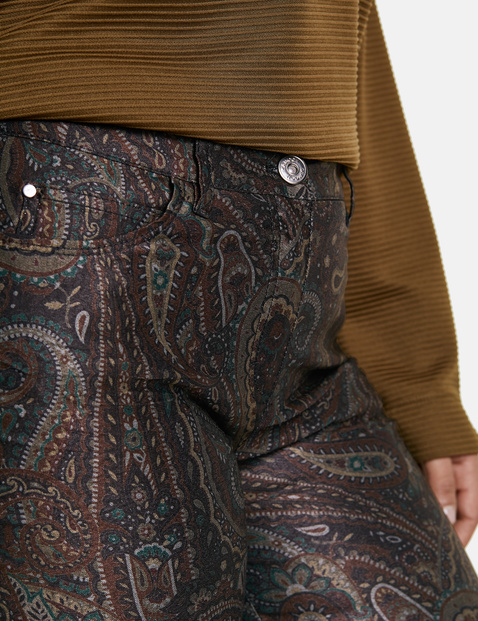 Betty trousers with a paisley print