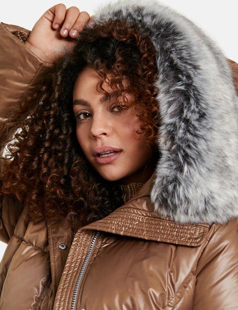 Gewatteerde mantel met glanseffect