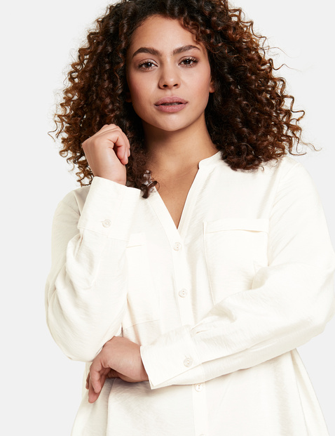 Blouse with breast pockets