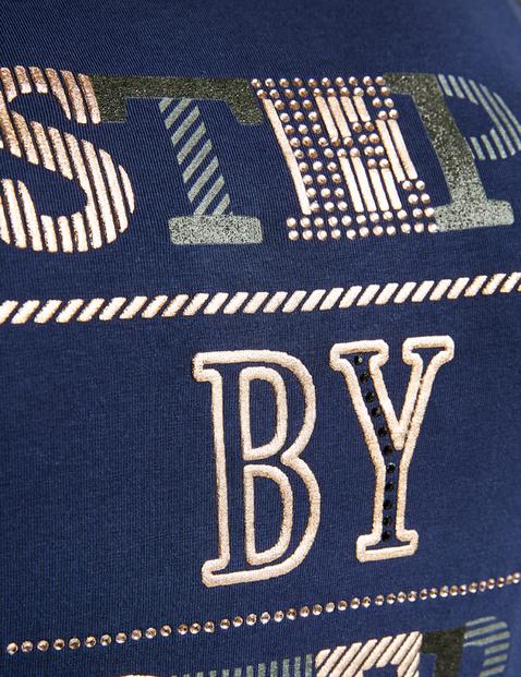Bluzka z nadrukiem liter z bawełny ekologicznej z certyfikatem GOTS