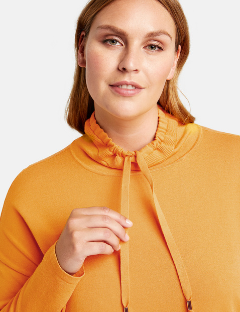 Sweter o sportowym designie