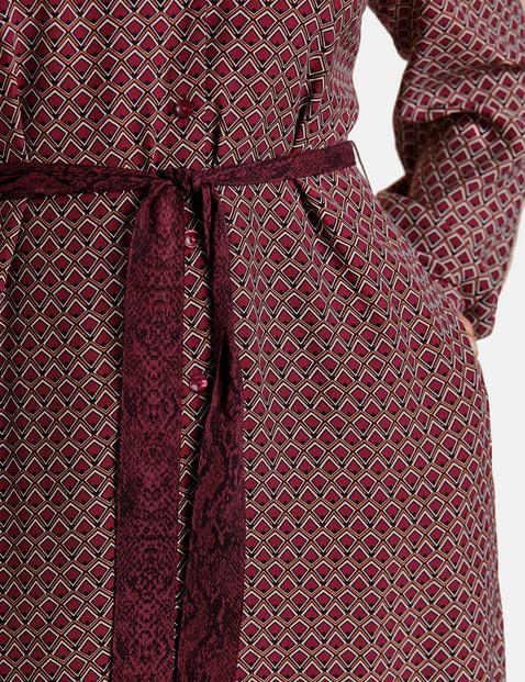 Sukienka koszulowa z wiązanym paskiem