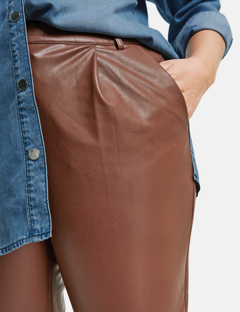 Greta trousers, also in faux leather