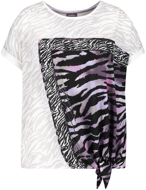Blouse top with an animal print