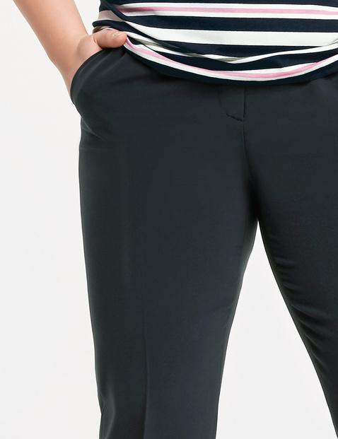 Niegniotące się spodnie z kantem Greta
