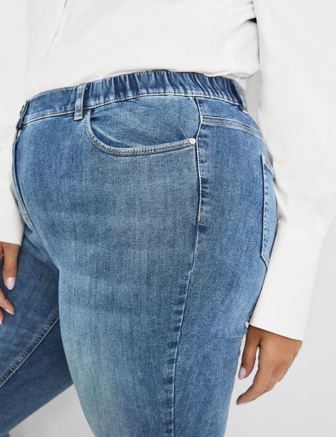 Betty Jeans mit dezentem Used-Effekt