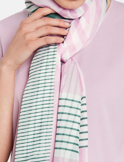 Schal mit grafischen Muster