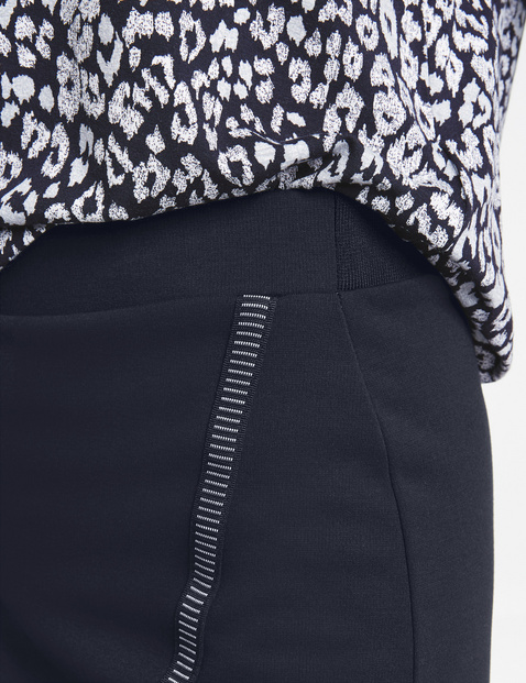 Skirt with a dividing seam