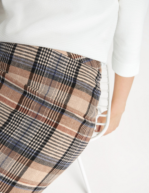 Skirt with a Prince of Wales check design