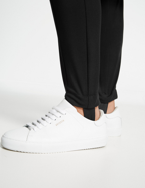 Stirrup trousers with a vertical pintuck