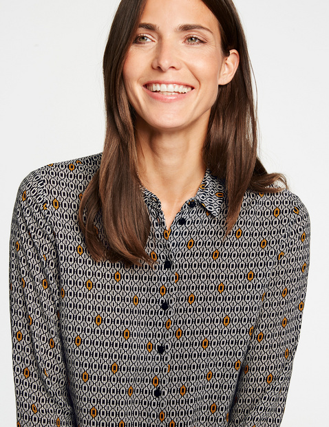 Long sleeve blouse with a minimalist pattern