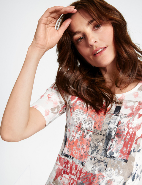 1/2-sleeve top with a print mix