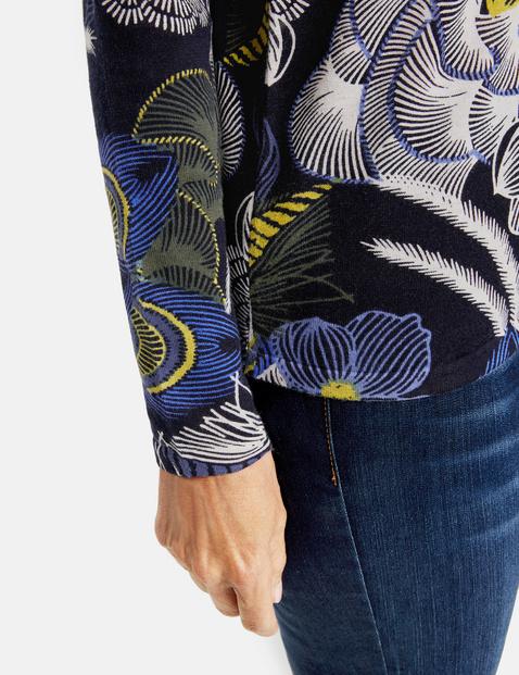 Sweter z nadrukiem na całości