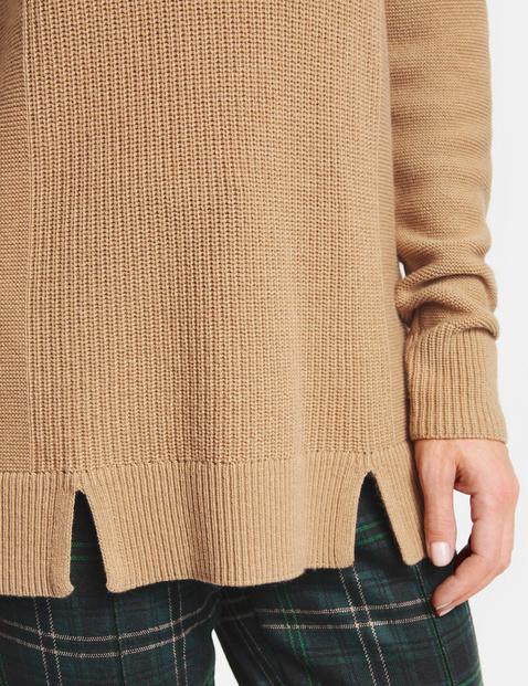 Sweter z fakturowanej dzianiny