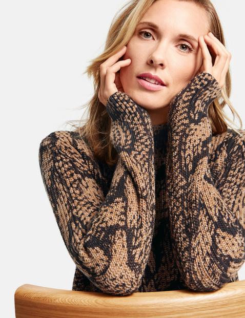 Sweter w warkoczowy wzór