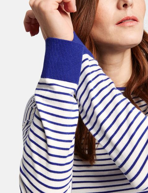 Sweter w poprzeczne paski