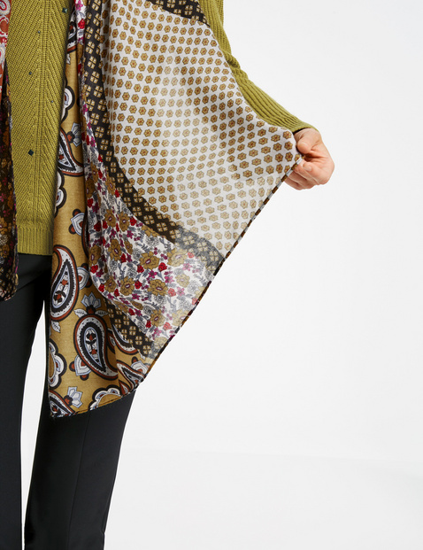 Scarf with a floral paisley print