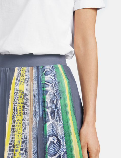 Pleated skirt with a partial print