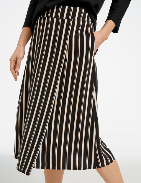 Skirt with vertical stripes