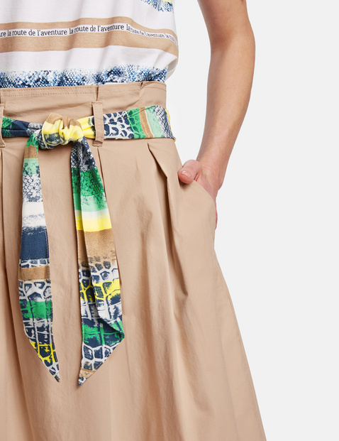 Skirt with inverted pleats
