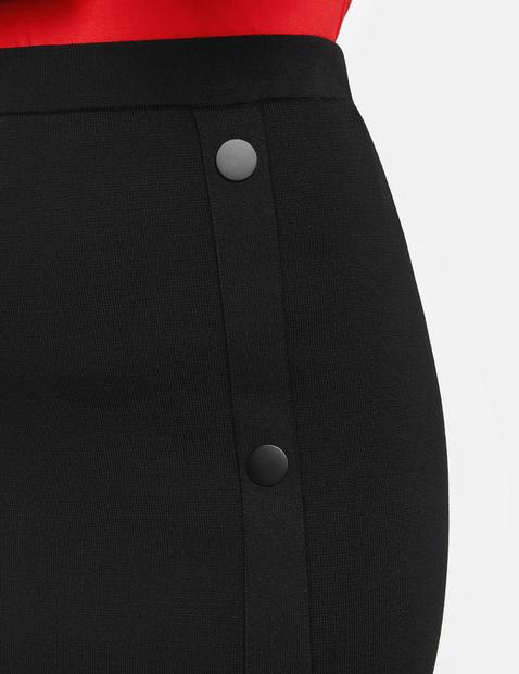 Dzianinowa spódnica z guzikami po bokach
