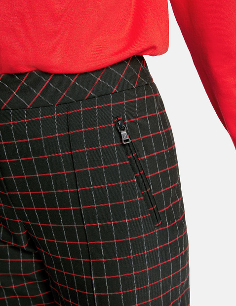 Trousers with contrasting colour checks