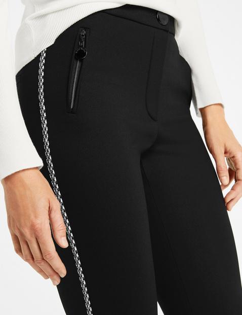 Spodnie z ozdobnymi paskami po bokach