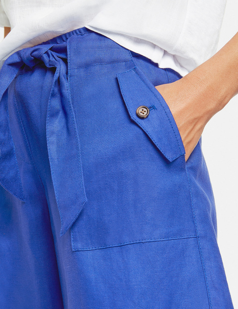 Bermudas with a paperbag waistband