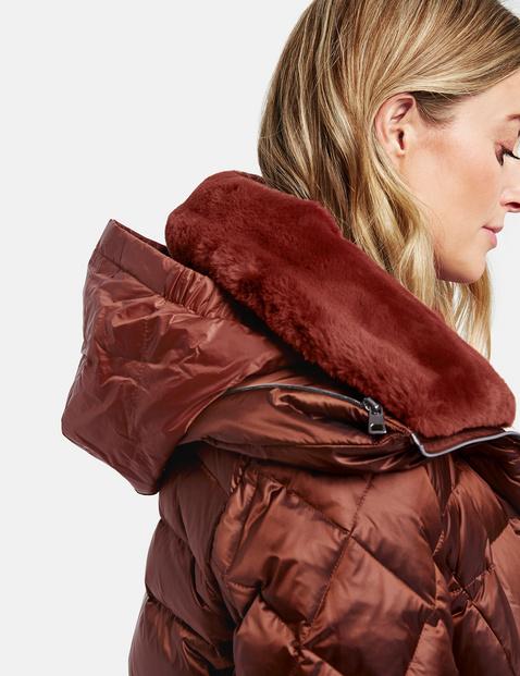 Uitlopende gewatteerde mantel