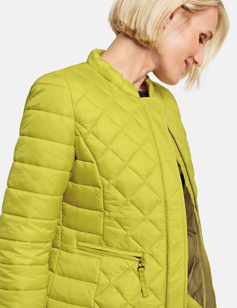 Jacket with mixed quilting